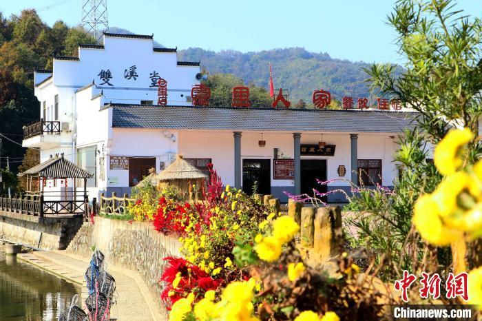 随着旅游业的发展,霭里村大力发展民宿、农家乐。 张强 摄