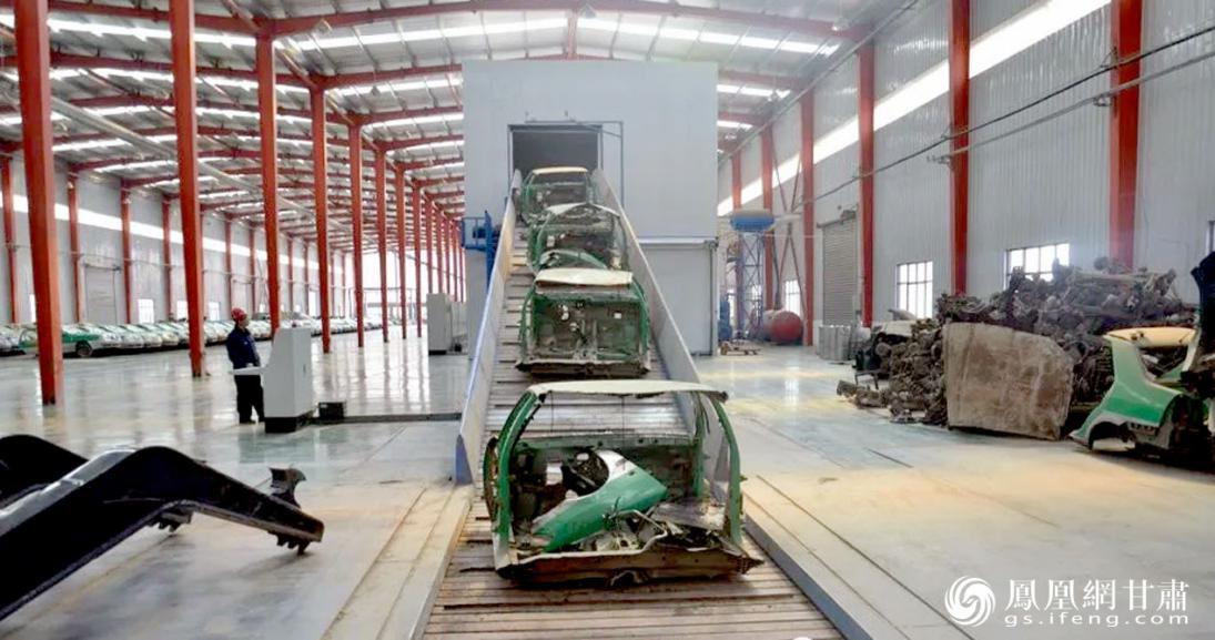 兰州再生资源循环经济加工产业园回收拆解报废汽车,通过对外寻求合作,发展智能化循环经济。甘肃省供销联社供图