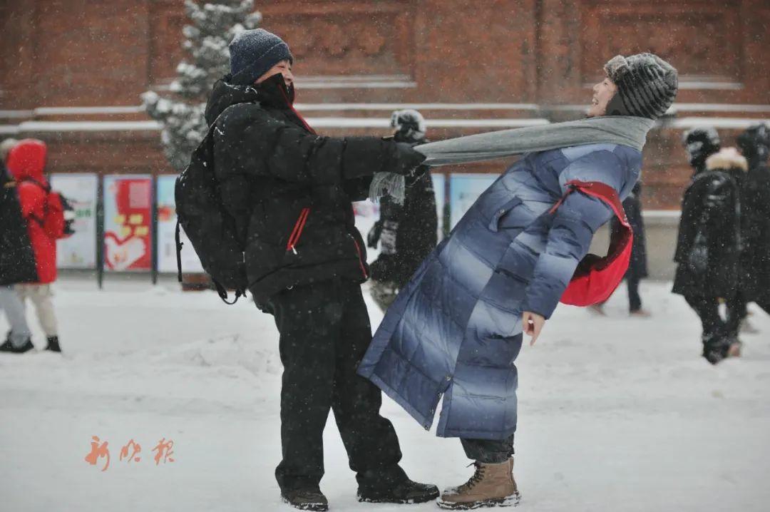 哈尔滨日报手机记者 街头视觉—野马 摄