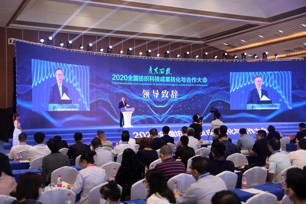 中国纺织工业联合会会长孙瑞哲致辞。(甘小龙摄)