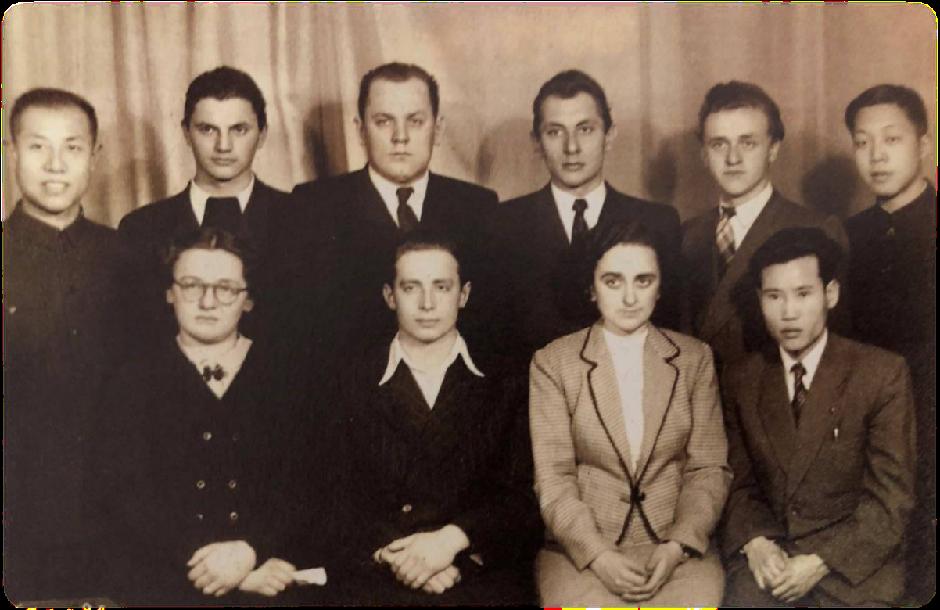 1956年,彭士禄(前排右一)在莫斯科动力学院核动力专业进修深造