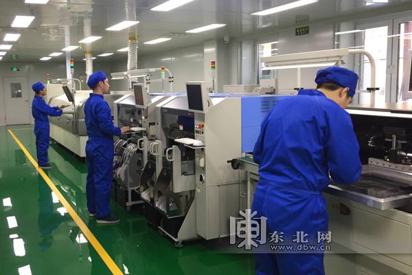 """我国高铁装备技术实现""""中国创造""""。"""