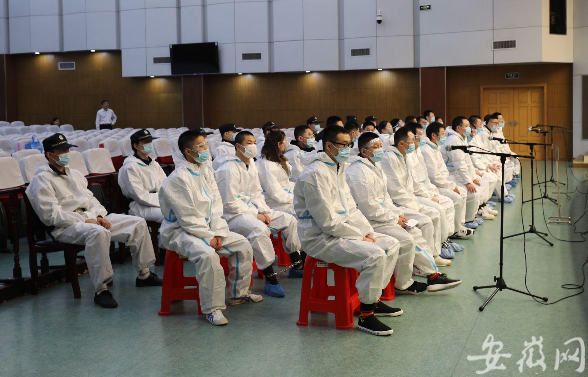 故意制造交通事故骗保300多万元 26人在淮南受审