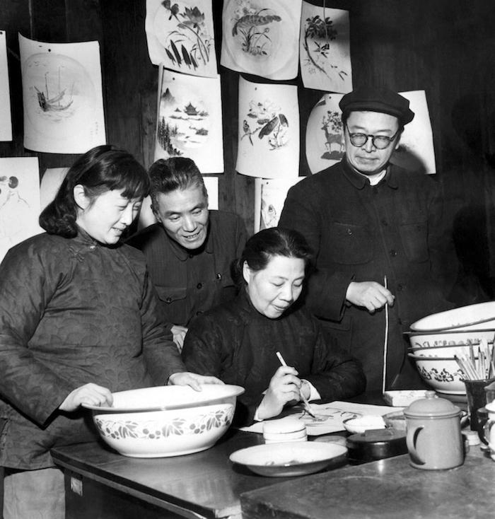 1960年,侯碧漪、周炼霞、唐云、叶露园涉及面盆花样