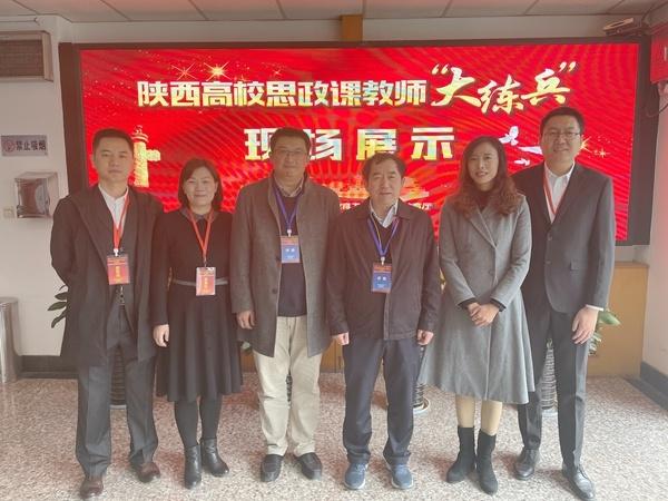 李天太校长与马克思主义学院负责人及4名参赛教师合影