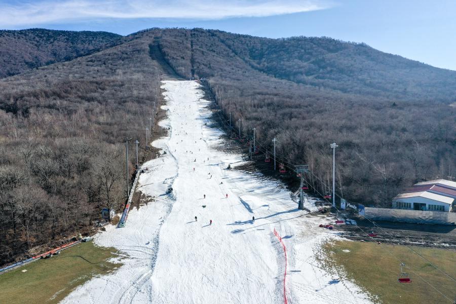 这是11月14日拍摄的吉林市北大湖滑雪场(无人机拍摄)。