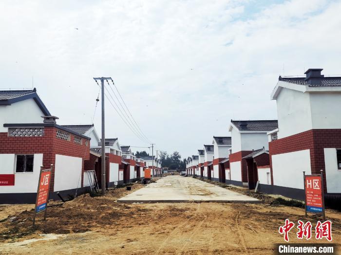 资料图。图为,山东菏泽市鄄城县旧城镇实施滩区改造工程后的新型社区。 杨飞 摄