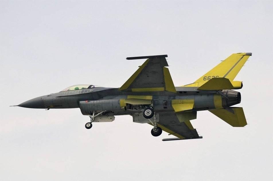 正在试飞的改进型F-16V战机,不少部件进行了更换。