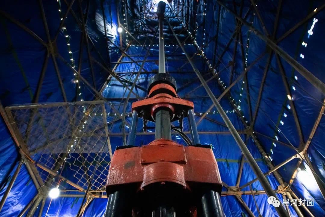可下钻630米的Q06钻机在启动仪式后正式开始工作