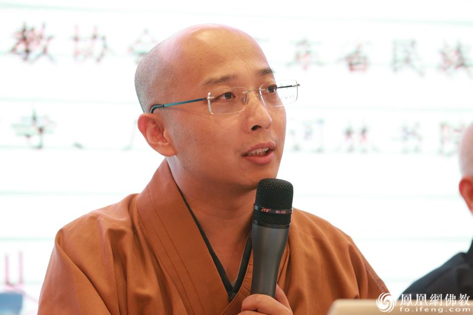 妙一法师做第二届佛教硕博恳谈会小结(图片来源:凤凰网佛教)