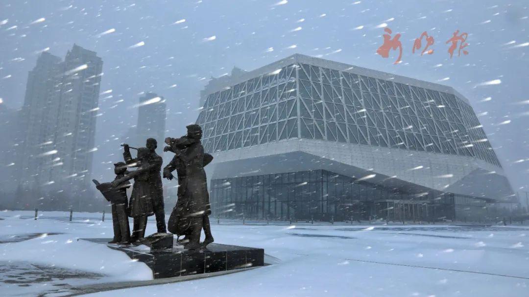 风雪中的哈尔滨音乐厅。哈尔滨日报手机记者 孙亮 摄