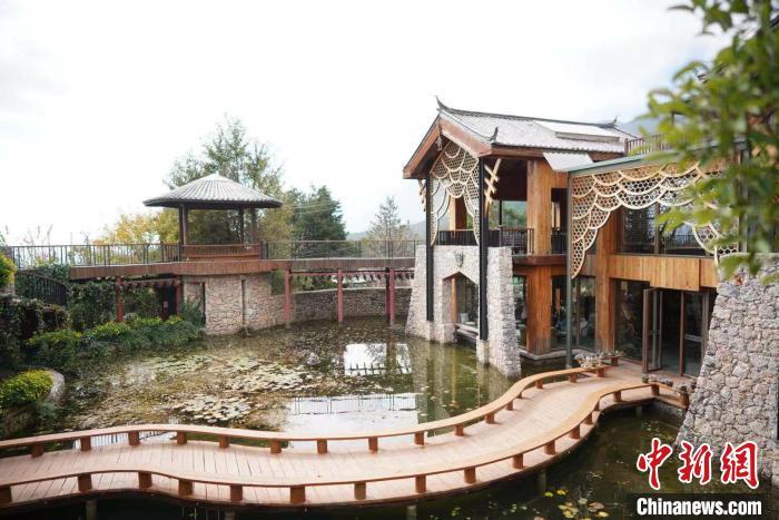 图为玉湖村中的一家民宿。 刘湃 摄