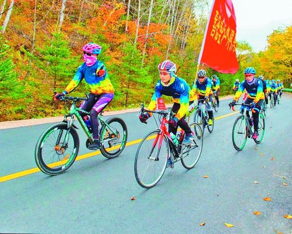 伊春市大箐山县迎来了骑行爱好者。