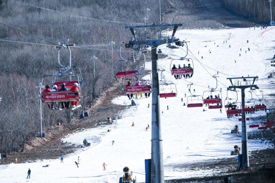这是11月14日拍摄的吉林市北大湖滑雪场。