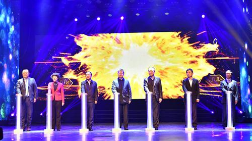 嘉宾领导揭晓发布十四运会和残特奥会宣传歌曲