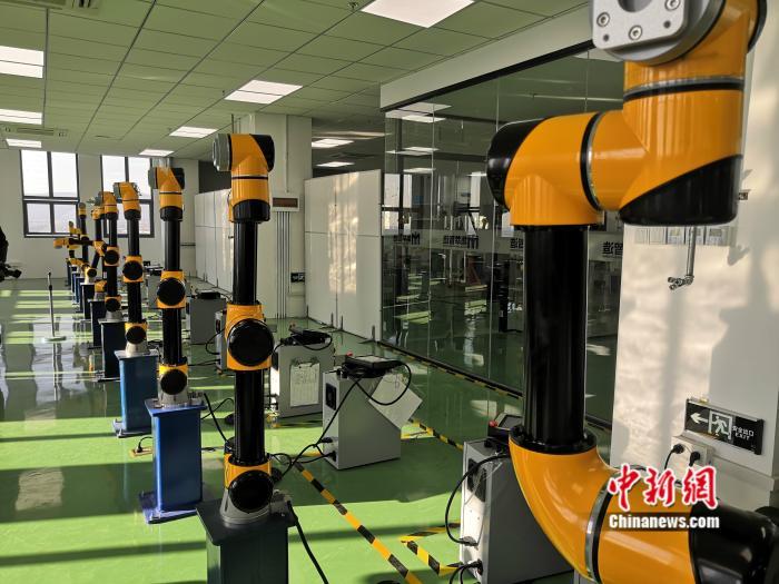 11月12日,江苏南京,江苏集萃智能制造技术研究所有限公司展示的一款协作机器人。 <a target='_blank' href='http://www.chinanews.com/' >中新网</a> 彭婧如 摄