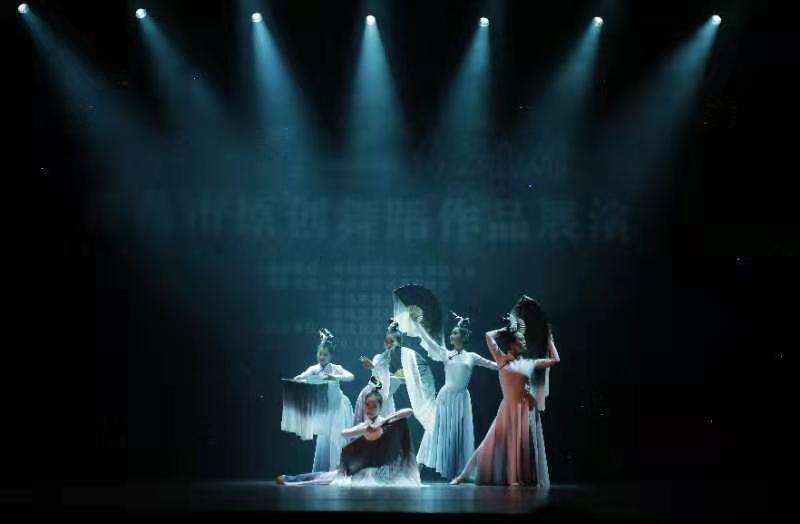 【凤凰青岛】黄海学子原创古典舞《墨染》获优秀表演奖和最佳创作奖
