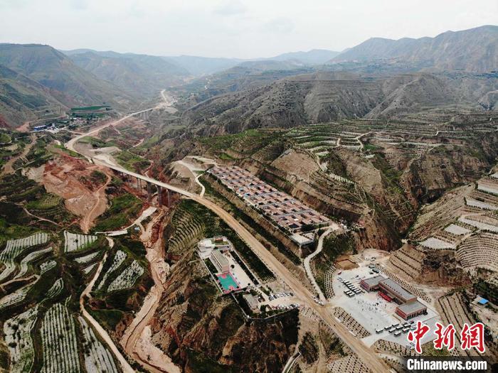 2019年航拍的甘肃临夏州东乡县布楞沟实况图。(资料图) 杨艳敏 摄