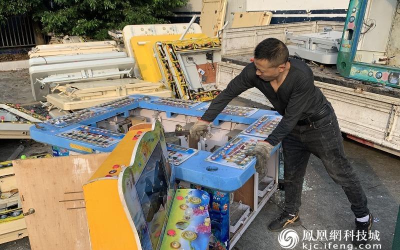 绵阳高新公安销毁各类赌博主机及主板80余台