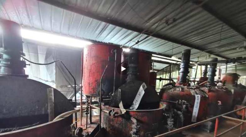 """重庆一黑工厂制售""""臭猪油""""涉案5000万 主犯被判无期"""