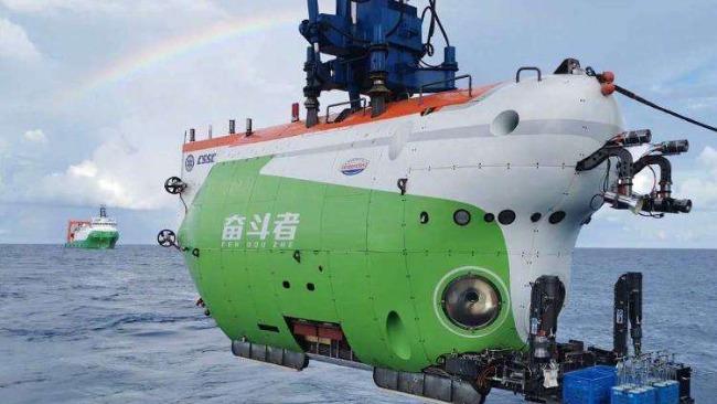 奋斗者号成功坐底 10909 米深海,胜利返航