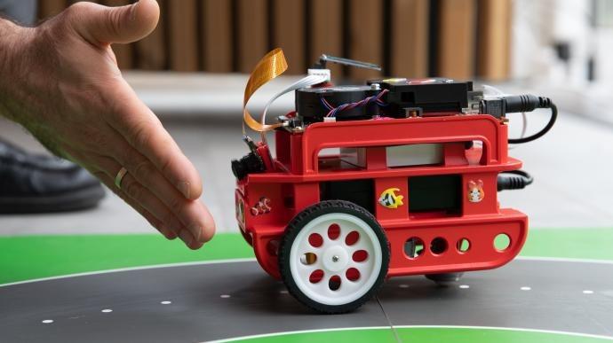 华为郑叶来:人工智能要解决应用场景问题,期待高而不贵