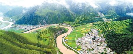 碌曲县洮河沿岸的新牧村(本版图片均为资料图) 新甘肃·甘肃日报记者 吕亚龙