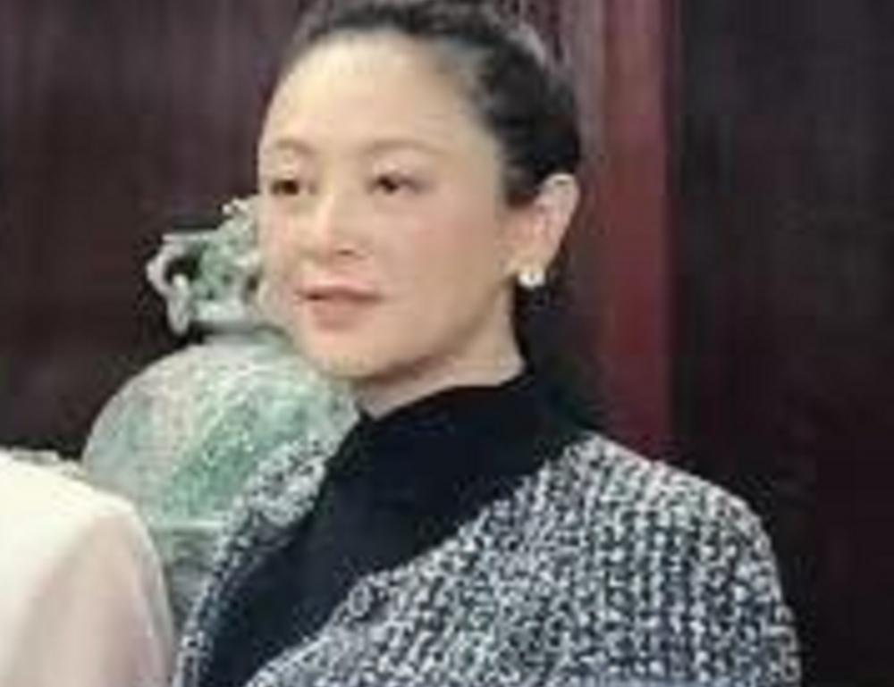51岁陈红参加中式婚礼,生图美貌依旧,张纪中也在场 八卦 第3张