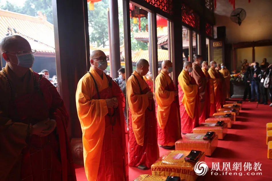 祈福法会现场(图片来源:凤凰网佛教)