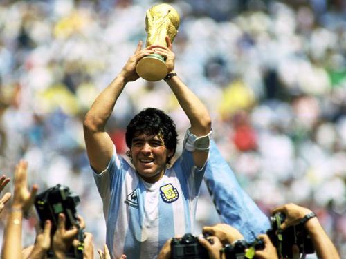 马拉多纳帮助阿根廷1986年世界杯夺冠。