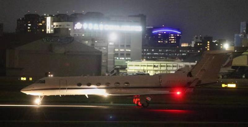 美军专机降台北机场画面曝光,机上是谁台当局各单位不肯透露