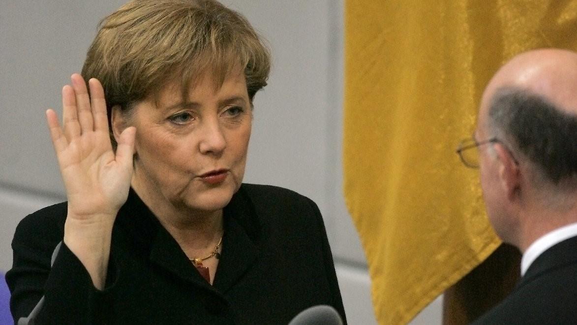 2005年11月22日,首次当选德国总理的默克尔宣誓就职
