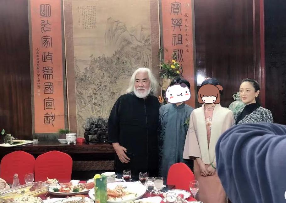 51岁陈红参加中式婚礼,生图美貌依旧,张纪中也在场 八卦 第2张