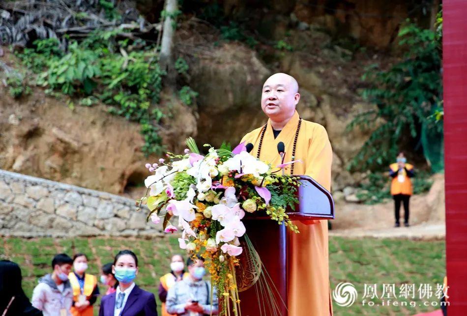 广西佛教协会副会长、龙华古寺住持湛空法师致欢迎词(图片来源:凤凰网佛教)