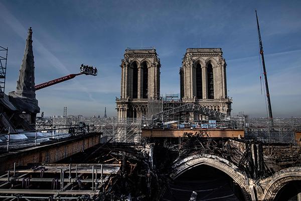 当地时间2020年11月24日,法国巴黎,巴黎圣母院灾后重建修复持续进行中。人民视觉 图