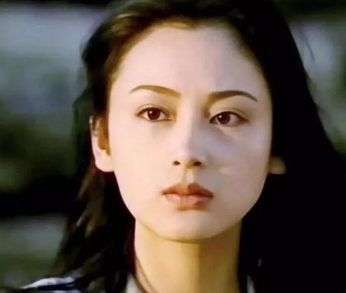 51岁陈红参加中式婚礼,生图美貌依旧,张纪中也在场 八卦 第7张