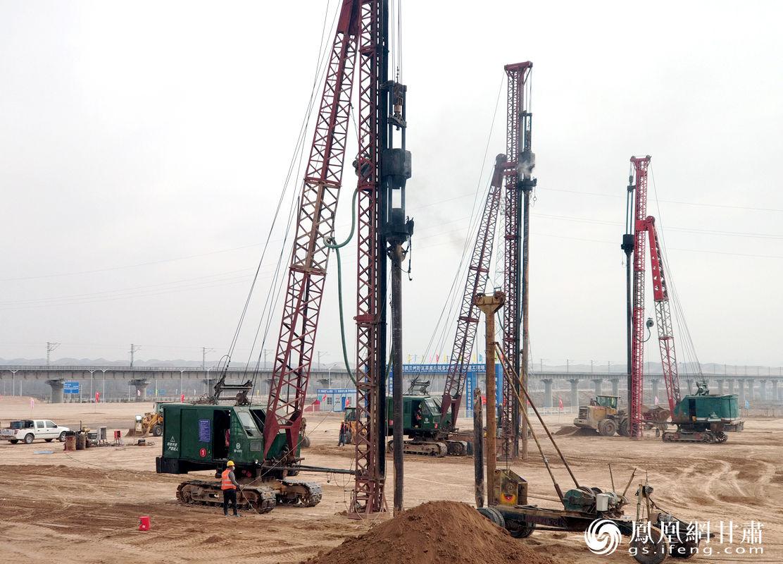 兰州新区多式联运示范项目高家庄站改扩建工程项目复工建设现场 肖刚 摄