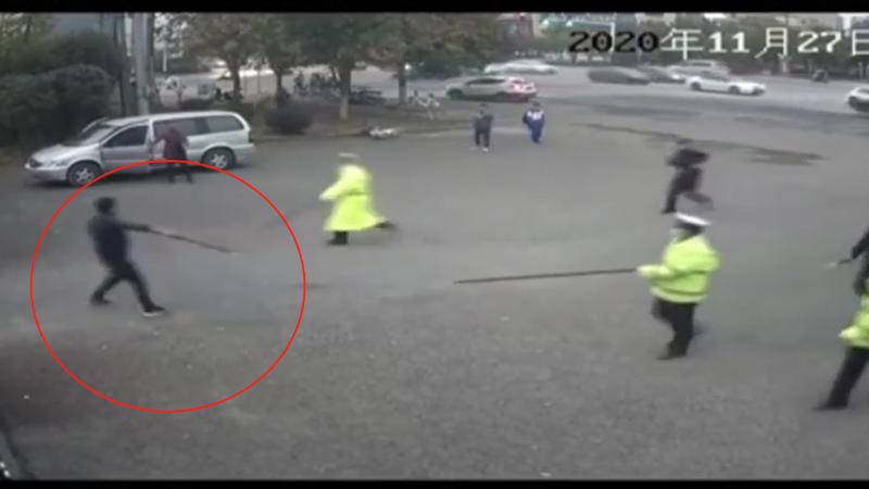 现场:警察围捕之下 持刀凶徒逃窜到江西一法院门口被制服