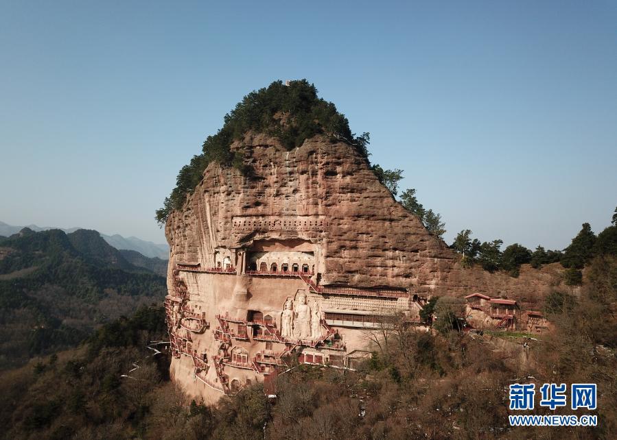 这是11月29日拍摄的麦积山石窟 无人机照片 新华社记者 马希平 摄