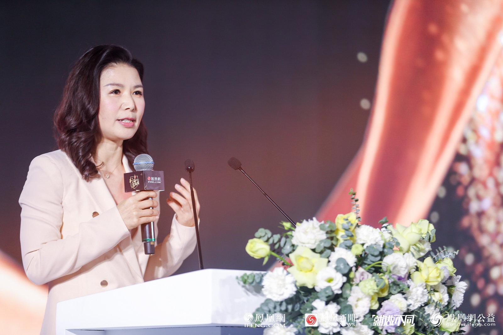 凤凰网高级副总裁池小燕做开场致词。