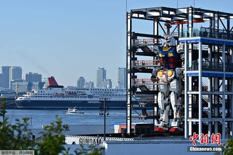 18米高巨型高达机器人模型亮相日本横滨米。