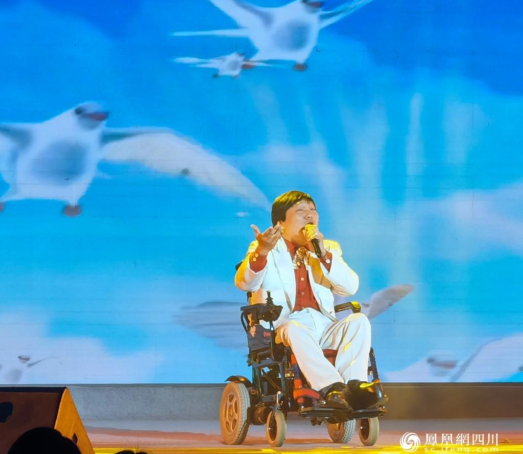 """""""关爱残疾人·励志奔小康""""泸州举行""""国际残疾人日""""巡演活动"""