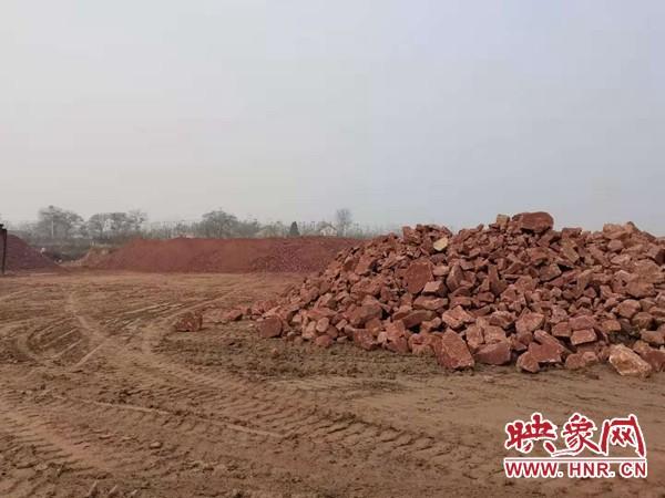 """河南新密一村民化名""""正义"""" 举报大片耕地被人推平并堆放数千吨石头_城市_中原网视台"""