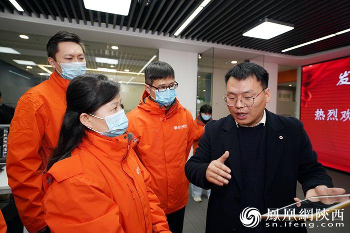 凤凰网国际智库专家刘英及采风团成员走进盈谷科技有限公司