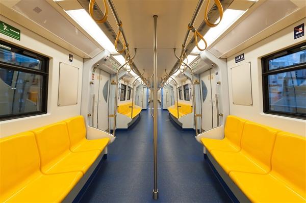 全国首家 上海地铁正式禁止手机外放