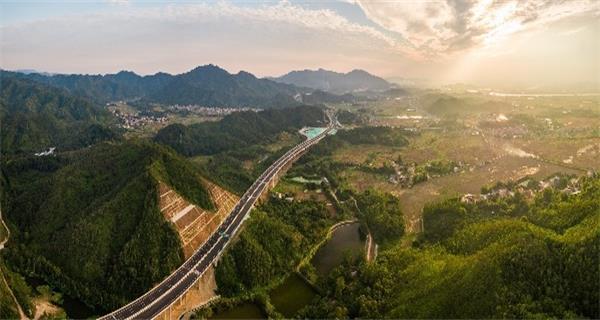 广东今年高速通车里程将破1万公里