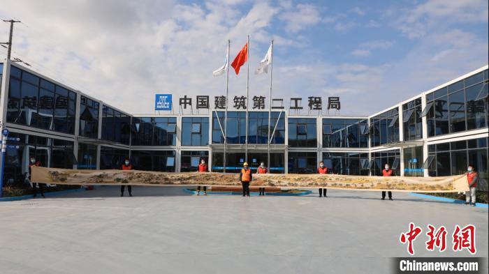 """惟妙惟肖!上海54岁电焊工绣出22米长""""清明上河图"""""""