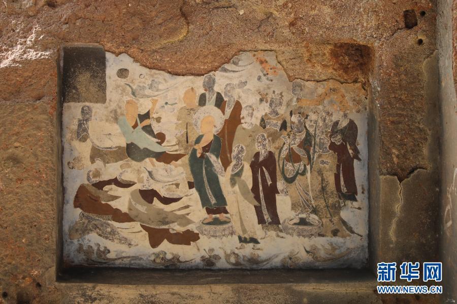 这是11月29日在麦积山石窟拍摄的彩绘壁画 新华社记者 马希平 摄