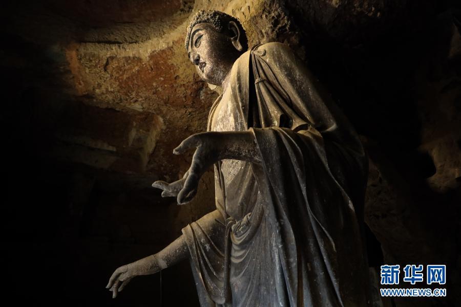 这是11月29日拍摄的麦积山石窟一景 新华社记者 马希平 摄