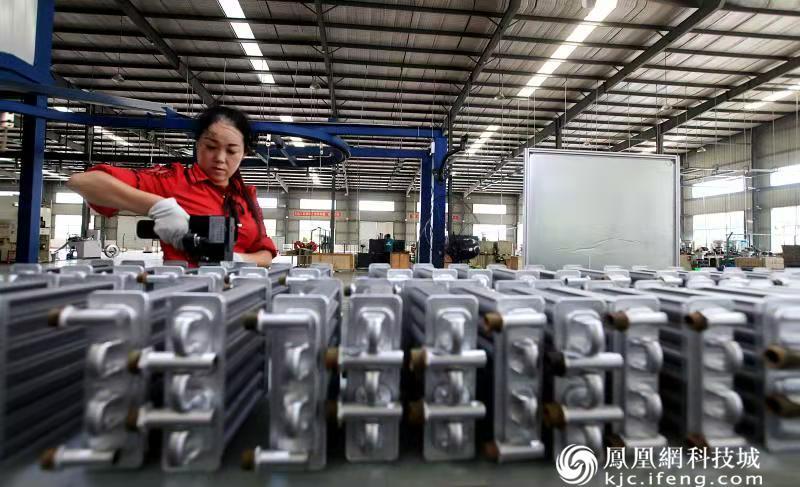 """成渝经济圈崛起""""产业羌城"""""""